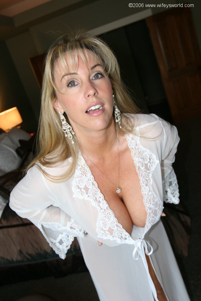 wife cheats with handjob