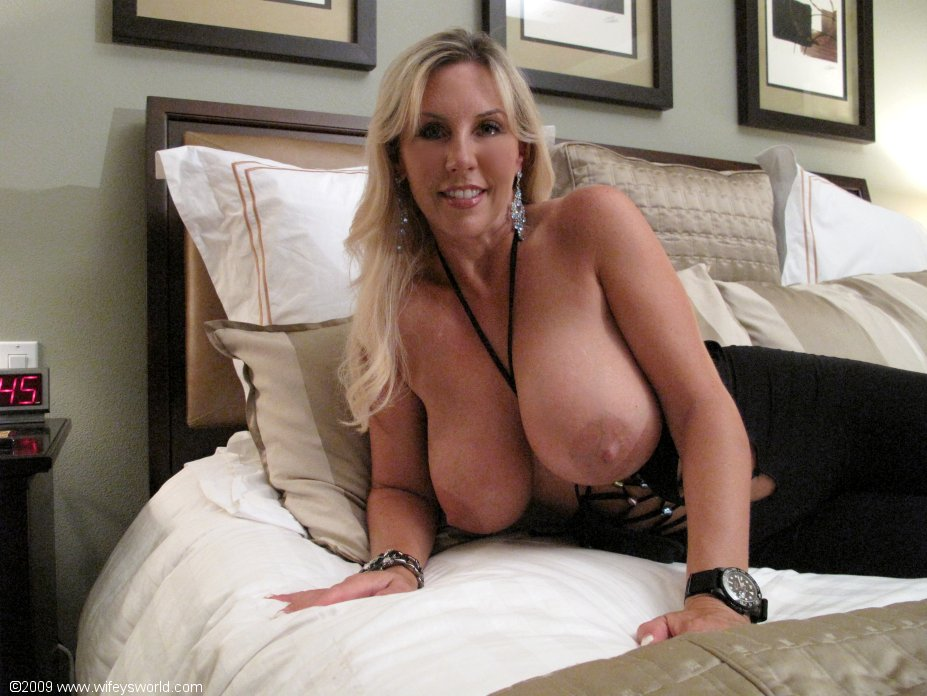 Big tit woman dominated by muscle hunk 10